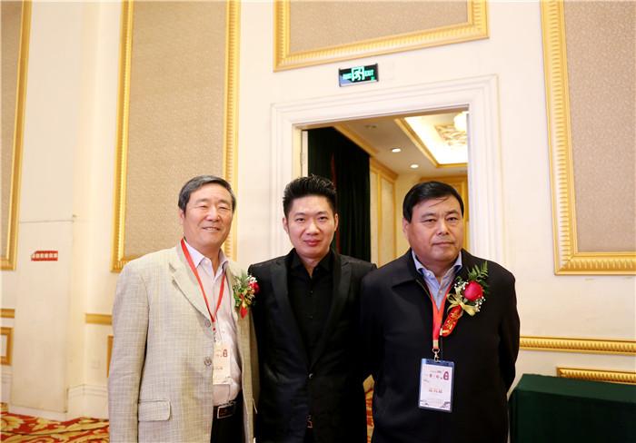 (右)北京市企业发展促进会会长、北京宏福集团董事局主席黄福水.jpg